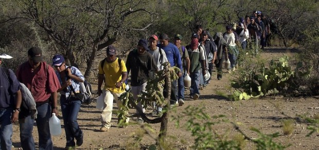 20130801_IllegalImmigration_border_crossing_large-699x330